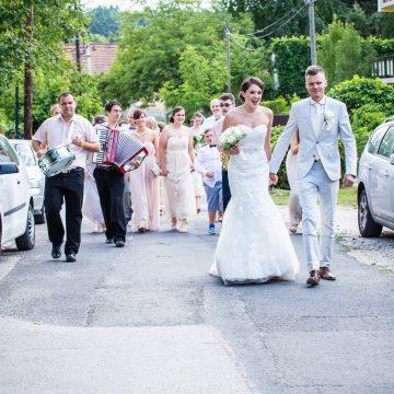 Az utcai menet