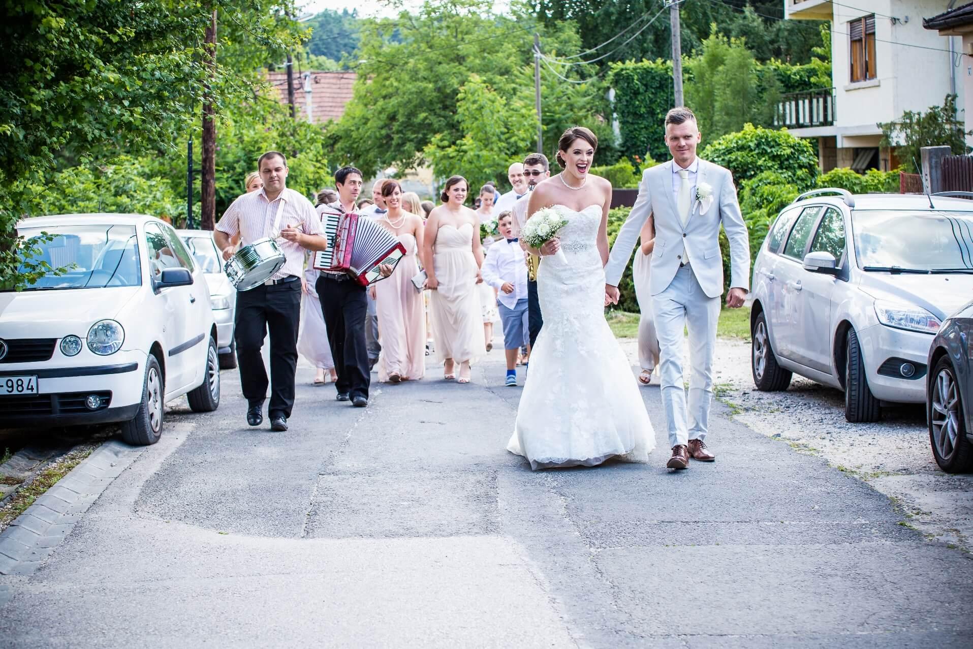 Visszhang zenekar utcai menet